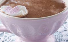 Iata cum poti sa pregatesti o ciocolata calda, groasa si foarte gustoasa! Vezi de ce ingrediente ai nevoie pentru a obtine o consistenta bogata!