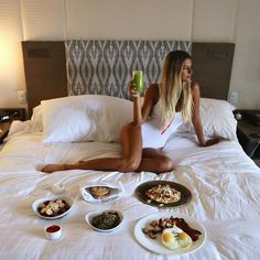 It's either you pay attention to her sexy figure or her awesome adventures. 22 Years Old, Breakfast In Bed, Travel Pictures, Photo And Video, Sexy, Instagram Posts, Inspiration, Furniture, Pay Attention