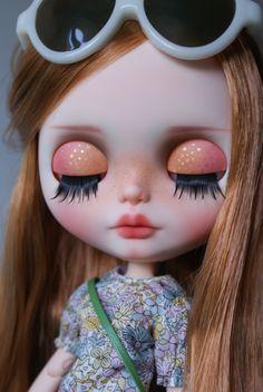 https://www.etsy.com/fr/listing/251336434/caramel-custom-ooak-blythe-doll-unique?ref=fp_item