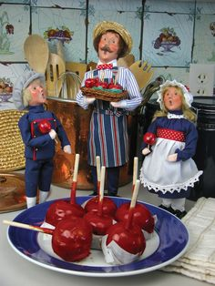 Christmas Carolers Figurines | Byers Choice Carolers