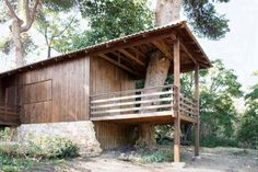 Architecture, Inspiring Houses Made Out Of Shipping Containers Design Coupled With Wood Elements To Make It Look More Natural: Amazing Small Wooden Home Made from Unused Shipping Containers