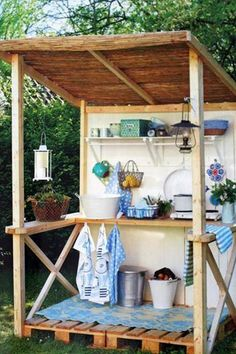 Love this cute pallet potting shed