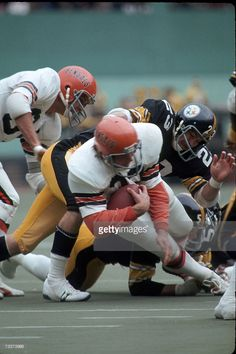 Defensive back Mike Wagner of the Pittsburgh Steelers tackles running back Stan Fritts of the Cincinnati Bengals at Three Rivers Stadium on October 1976 in Pittsburgh, Pennsylvania. School Football, Sport Football, Football Helmets, Football Stuff, Pittsburgh Sports, Cincinnati Bengals, Steelers And Browns, Three Rivers Stadium, Nfl Uniforms