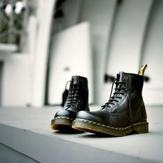 Dr Martens 1460 boot - part of the Vegan Collection. why are like almost every single of dr martens cute to me? Dr. Martens, Dr Martens 1460, Doc Martens Style, Doc Martens Boots, Dm Boots, Combat Boots, Dr Martens Hombres, New Shoes, Men's Shoes