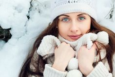 How to use the essential oils for fighting colds, flues, and other respiratory conditions Essential Oils - Your Winter Shield against Colds, Flues and Winter Blues Smart Snacks, Different Dresses, Look Fashion, Urban Fashion, Inspirational Gifts, Skirt Outfits, Get Healthy, Essential Oils, Blues