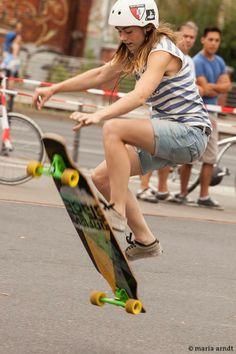 #MelanieGolz - Longboard Dancing Queen