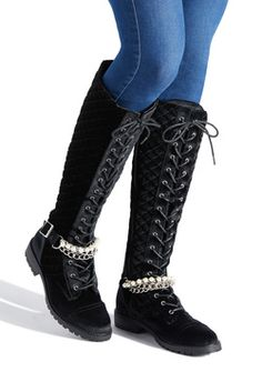 1d21a0457934 Women s Flat Boots On Sale - 1st Style for Only  10