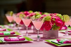 Pink-and-Green-Table-Setting.jpg (568×379)