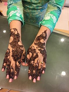 In this collection of latest mehndi designs 2016, we have picked the new designs of Mehndi so that you don't get the old fashioned Mehndi design from Salon.