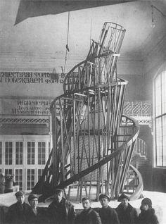 Suunnitelma kolmannen internationaalin muistomerkiksi,Tatlin, 1920, Venäjä, surrealismi