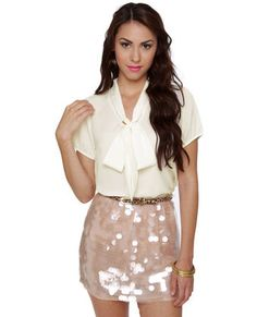 I cannot wear such a short skirt, but I definetely like the outfit for a party night.