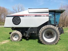 Right side of Gleaner R72 combine