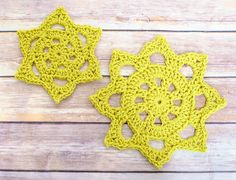 Chunky Crochet Doily Pattern in Two Sizes | www.petalstopicots.com | #crochet #pattern #doily