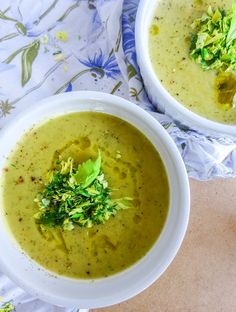 Easy dairy-free cream of celery soup takes less than 30 minutes. Added dill and lemon flavors brighten up this classic soup. Best Soup Recipes, Healthy Soup Recipes, Lunch Recipes, Vegetarian Recipes, Soup Appetizers, Appetizer Recipes, Cream Of Celery Soup, Cream Soup, Cream Cream