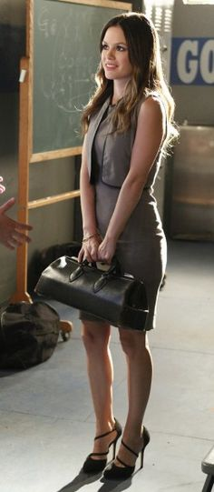 Zoe's beige dress and black doctor style bag on Hart of Dixie.  Outfit Details: http://wornontv.net/1209/ #HartofDixie