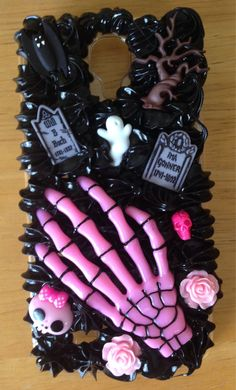 This case is both chick and goth. Its for those girls who like the dark side, but also have that girly flair. Great for the halloween season or