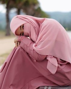 [New] The 10 Best Fashion Today (with Pictures) Niqab Fashion, Girl Fashion, Fashion Outfits, Fashion Today, Casual Hijab Outfit, Hijab Chic, Hijabi Girl, Girl Hijab, Islamic Fashion