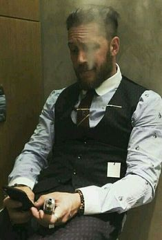 Tom Hardy Beard, Tom Hardy Hot, Toms, Outfits Hombre, Hommes Sexy, Bearded Men, Gorgeous Men, Sexy Men, Gentleman