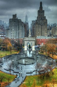 New York Obsession - A paper world: New York, Washington Square Park on...
