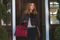A must have fur and sexy gloves. Premium Outlets, Carrie Bradshaw, Head To Toe, Winter Wear, Dress Me Up, Louis Vuitton Speedy Bag, Fashion Outfits, Womens Fashion, Must Haves