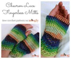 Chevron Lace Fingerless Mitts: free #crochet pattern on Moogly!