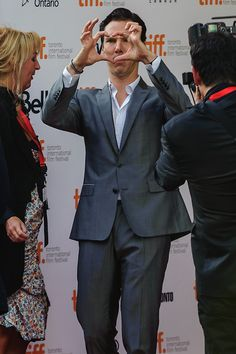I don't think even Sherlock could concentrate THIS hard Sherlock Bbc, Benedict Cumberbatch Sherlock, British Men, British Actors, British Things, Martin Freeman, Bucky Barnes, Sebastian Stan, Tom Hiddleston