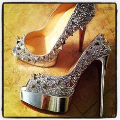 Amazing with this fashion pumps! get it for 2016 Fashion Christian Louboutin Pumps for you! Dream Shoes, Crazy Shoes, Cute Shoes, Me Too Shoes, Ugly Shoes, Pretty Shoes, Stiletto Heels, High Heels, Christian Louboutin Shoes