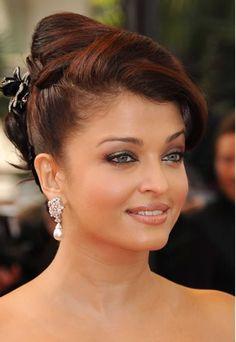 Chignon banane sophistiqué - coiffure chic 2009 - Aishwarya Rai - Modèles de…