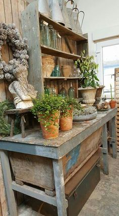 47 ideas for garden bench cottage potting tables Garden Tool Storage, Garden Tools, Garden Shed Interiors, Potting Station, Potting Tables, Farmhouse Potting Benches, Greenhouse Shed, Sala Grande, Potting Sheds