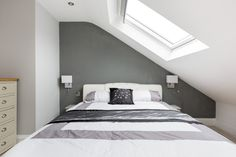 Light and airy loft conversion in North London. This build uses skylights to bring light into the room. Loft Conversion Plans, Loft Conversion Bedroom, Loft Conversions, Loft Conversion Lighting, Loft Conversion Ideas Small, Attic Bedroom Designs, Attic Bedrooms, Guest Bedrooms, 4 Bedroom Apartments