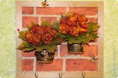 Декор предметов Картина панно рисунок Поделка изделие Моделирование конструирование Ключница - цветочница Бусины Гипс Капрон Краска Материал природный фото 9
