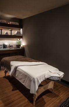 Massage Room Design, Massage Room Decor, Massage Therapy Rooms, Spa Room Decor, Home Spa Room, Spa Rooms, Spa Interior Design, Spa Design, Esthetics Room