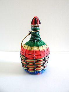 Bouteille scoubidou vintage multicolore années 60
