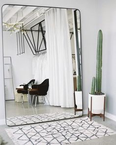 Starting my Sunday morning on Pinterest. Look at this big mirror! This one is definitely on the wishlist  #interior photo from #pinterest #sunday #inspiration #mirror