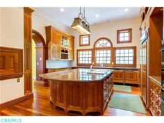 Luxurious wood kitchen | Dublin OH