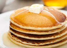 Who doesn't love pancakes, hot off the griddle, topped with a pat of butter and syrup? If you are hungry for pancakes but don't want to heat up yourself or the kitchen, there are local spots that specialize in this breakfast favorite. Sweet Recipes, Real Food Recipes, Keto Recipes, Snack Recipes, Cooking Recipes, Yummy Food, Snacks, Cake Flour Recipe, Comida Keto