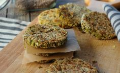 Veggie-burger di lenticchie e patate, un gustoso secondo vegetariano, molto semplice da preparare. Arricchito con della curcuma, una spezia salutare
