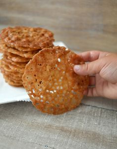 These crunchy almond cookies are known as 'Kletskoppen' that are served with coffee in the Netherlands (in Dutch) Dutch Recipes, Pastry Recipes, Almond Recipes, Sweet Recipes, Baking Recipes, Dutch Desserts, Cookie Desserts, Cookie Recipes, Dessert Recipes