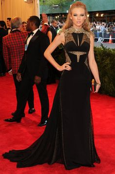 Taylor Swift en la alfombra roja de la gala MET 2013 en Nueva York