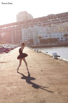 Dancer - Nicole Ciapponi.  Location - San Francisco, California.  © 2011 Oliver Endahl