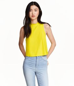 Short, sleeveless top in lightly crêped jersey with a mock turtleneck.