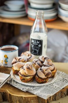 Nutellás csavart muffin | Street Kitchen Muffin, Naan, Food Inspiration, Nutella, A Table, Cereal, Protein, Milk, Cupcakes