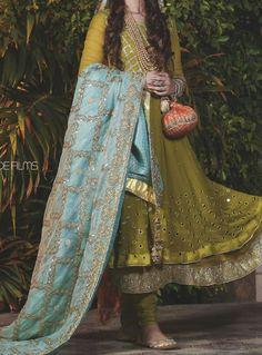Pakistani Mehndi Dress, Dulhan Dress, Walima Dress, Pakistani Suits, Pakistani Dresses, Mayon Dresses, Embroidery Dress, Beaded Embroidery, Mehndi Function