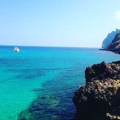 Dreaming of warmer climates and reminiscing about our time in #Mallorca  #adventure #adventurelife #travelgram #instatravel #wanderlust #doyoutravel #bestvacations #ourplanetdaily #travelbug #outdoorlife #gooutandplay #spain #paradise #travelporn #seaside #blue