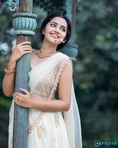 South Indian actress Anupama Parameswaran new photo gallery. Latest picture gallery of actress Anupama Parameswaran. Indian Photoshoot, Saree Photoshoot, Photoshoot Pics, Most Beautiful Images, Beautiful Girl Image, Beautiful Women, Sonam Kapoor, Deepika Padukone, Lightroom