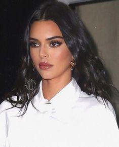 Image shared by ༺♥༻. Find images and videos about fashion, outfit and kendall jenner on We Heart It - the app to get lost in what you love. Glam Makeup, Skin Makeup, Makeup Inspo, Makeup Inspiration, Beauty Makeup, Hair Beauty, Makeup Ideas, 90s Makeup, Maquillage Kendall Jenner