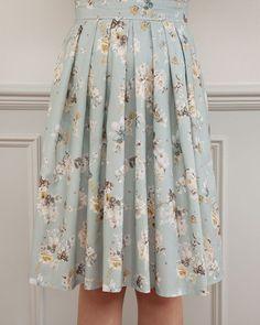Meet the Lizzie Skirt pattern! Meet the Lizzie Skirt pattern! Sew Over It Lizzie Skirt Pleated Skirt Pattern, Skirt Patterns Sewing, Clothing Patterns, Skirt Sewing, Coat Patterns, Blouse Patterns, Pleated Skirt Tutorial, Pleated Skirts, Co Ords Outfits