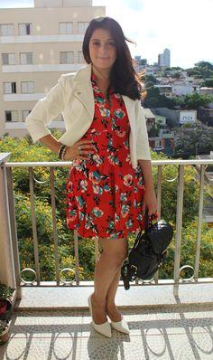 Vestido vermelho estampado e scarpin branco. Red dress and white high heels shoes. http://www.elropero.com/2014/11/fashion-set-vestido-vermelho-estampado-e-scarpin-branco.html