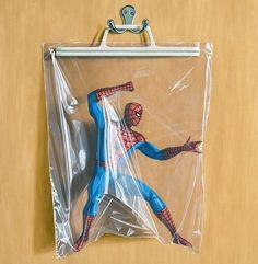 Des peintures trompe-l'oeil de super héros enfermés dans des sacs en plastique