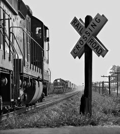 SR, Meridian, Mississippi, 1973 SD24 and Birmingham-bound Southern Railway freight train meets intermodal train on double track north of Meridian, Mississippi, in August 1973. Photograph by J. Parker Lamb, © 2016, Center for Railroad Photography and Art. Lamb-01-111-11